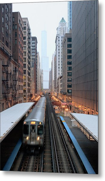 Elevated Commuter Train In Chicago Loop Metal Print
