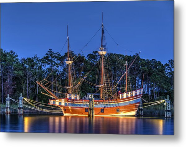 Elizabeth II At Dock Metal Print