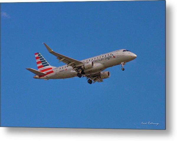 Flying In American Eagle Embraer 175 N426yx Metal Print