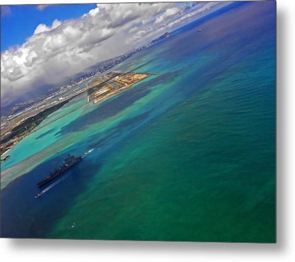 Flying Into Honolulu Metal Print
