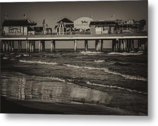 Galveston Pleasure Pier - Black And White Metal Print
