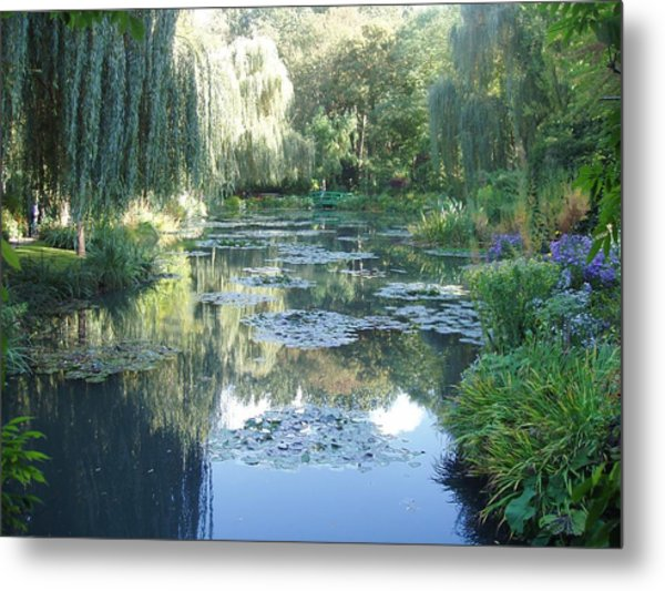 Giverny Viii Metal Print by Wendy Uvino