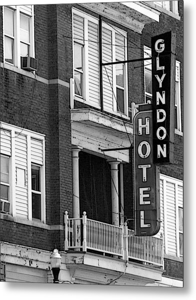 Glyndon Hotel Metal Print by David Bearden