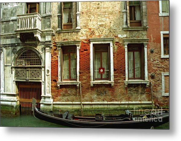 Gondola In Front Of House In Venice Metal Print by Michael Henderson
