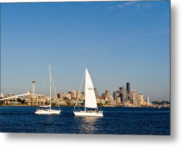 Head To Head In Seattle Metal Print by Tom Dowd