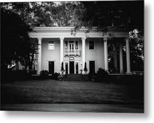 Metal Print featuring the photograph Historic Southern Home by Doug Camara