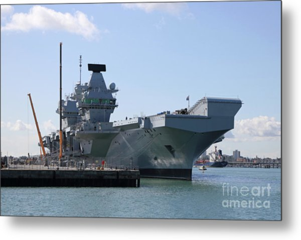 Hms Queen Elizabeth Aircraft Carrier At Portmouth Harbour Metal Print