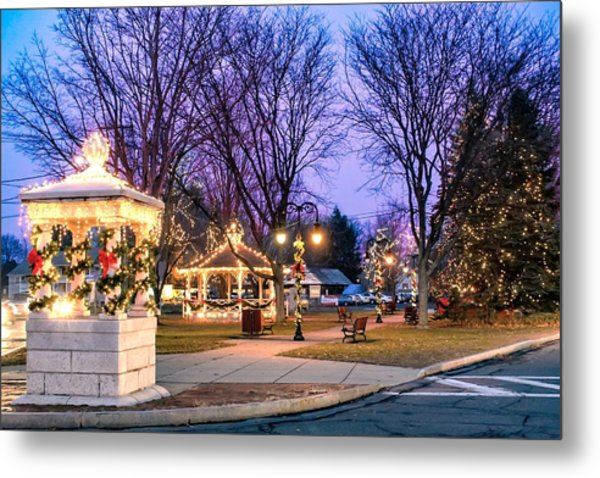 Metal Print featuring the photograph Holiday Lights In Easthampton by Sven Kielhorn
