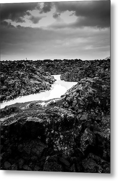 Icelandic Silica Stream In Black And White Metal Print
