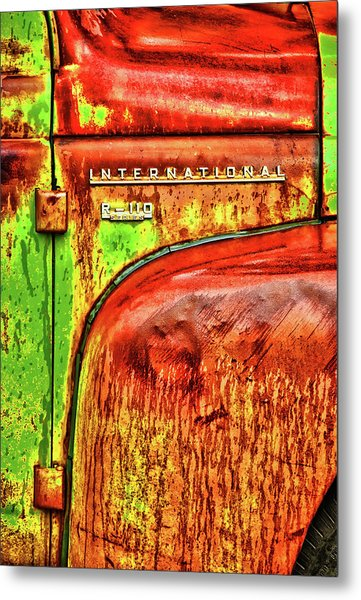 International Mcintosh Vert Metal Print