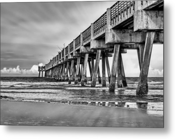 Jacksonville Beach Pier In Black And White Metal Print