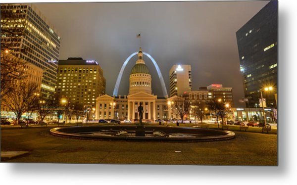 Kiener Plaza And The Gateway Arch Metal Print