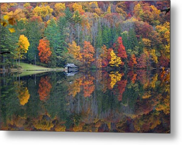 Lake Logan Boathouse In Fall Metal Print