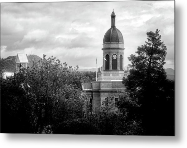 Light On The Courthouse In Black And White Metal Print