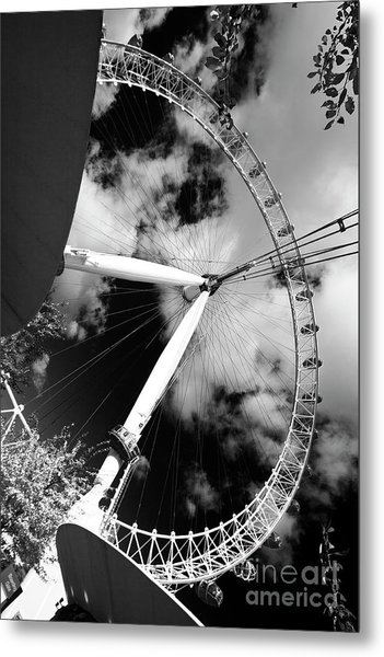London Ferris Wheel Bw Metal Print