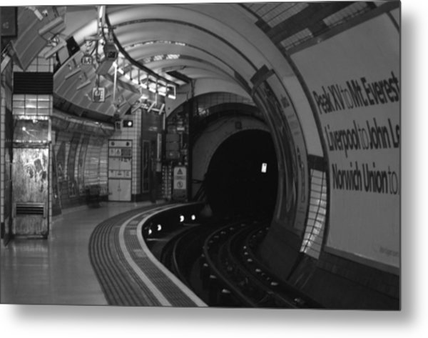 London Underground Metal Print by Carmen Hooven
