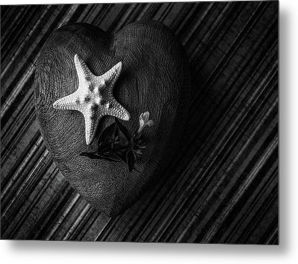 Low Key Heart And Starfish Metal Print