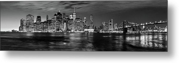 Manhattan Skyline At Dusk From Broklyn Bridge Park In Black And  Metal Print