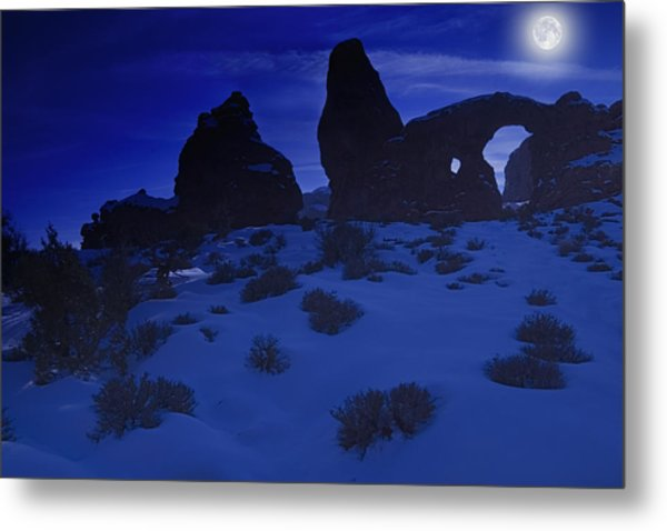 Moon Over Turret Arch Metal Print by Douglas Pulsipher