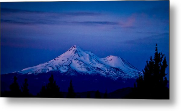 Mt Shasta At Sunrise Metal Print