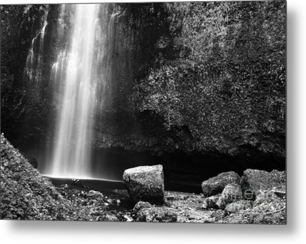 Multnomah Falls Base Metal Print