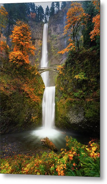Multnomah Falls In Autumn Colors Metal Print