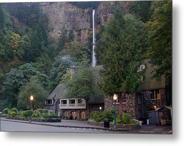 Multnomah Falls Lodge Morning Metal Print