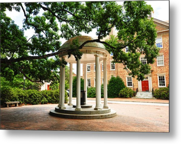 North Carolina A Student's View Of The Old Well And South Building Metal Print