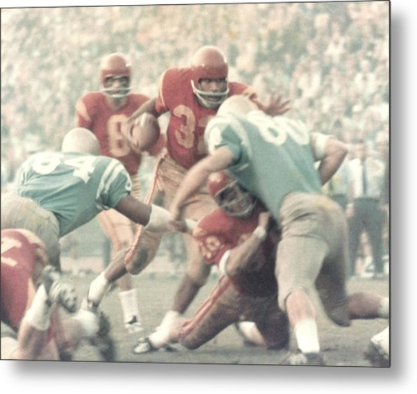 Oj Simpson Carrying The Ball Against Ucla Metal Print