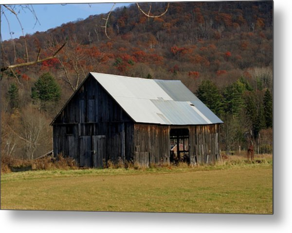 Old Barn In Fall Metal Print by Lois Lepisto