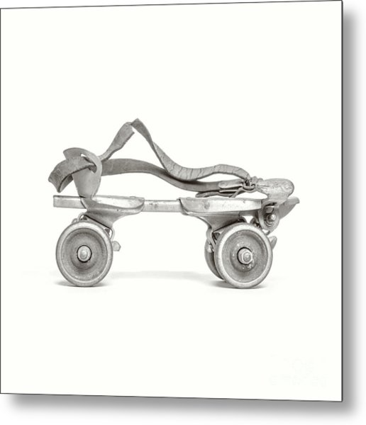 Metal Print featuring the photograph Old Rollerskate Black And White by Edward Fielding