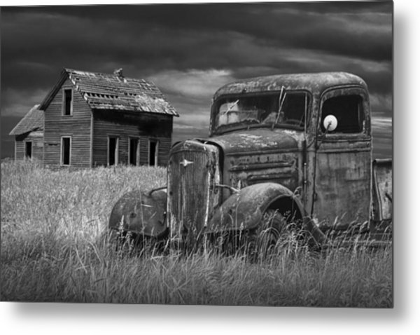 Old Vintage Pickup In Black And White By An Abandoned Farm House Metal Print