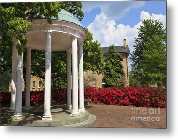 Old Well At Chapel Hill In Spring Metal Print