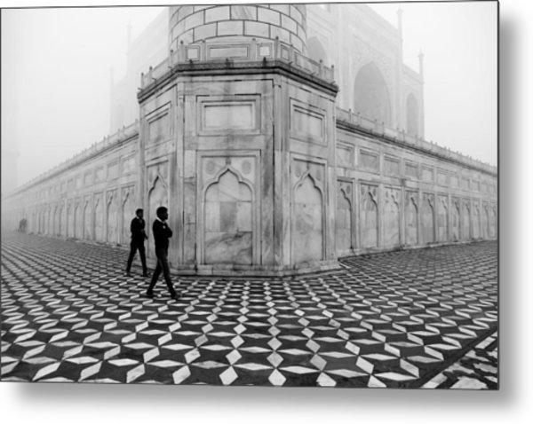People Walking In Taj Mahal Metal Print