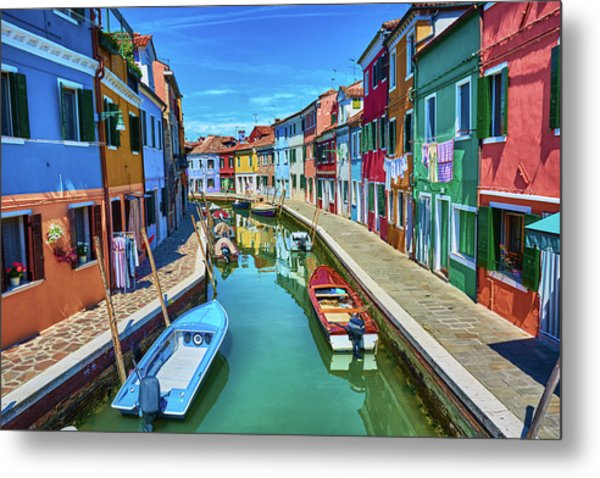Picturesque Buildings And Boats In Burano Metal Print