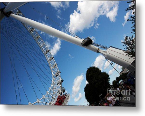 Pillar Of London S Ferris Wheel  Metal Print