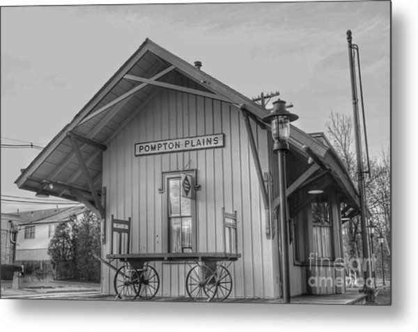 Pompton Plains Railroad Station And Baggage Cart Metal Print