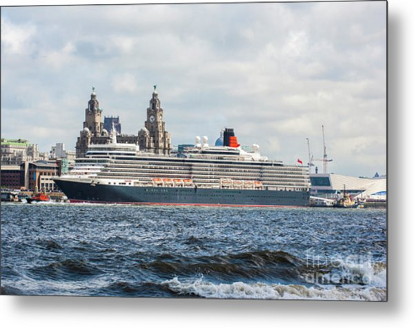 Queen Elizabeth Cruise Ship At Liverpool Metal Print
