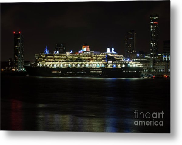 Queen Mary 2 At Night In Liverpool Metal Print