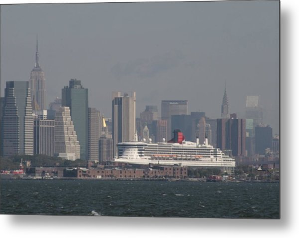 Queen Mary 2 Metal Print by Christopher Kirby