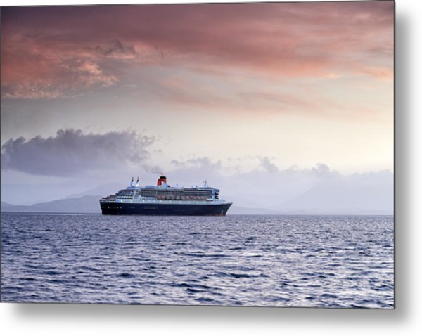 Queen Mary 2 Metal Print by Grant Glendinning