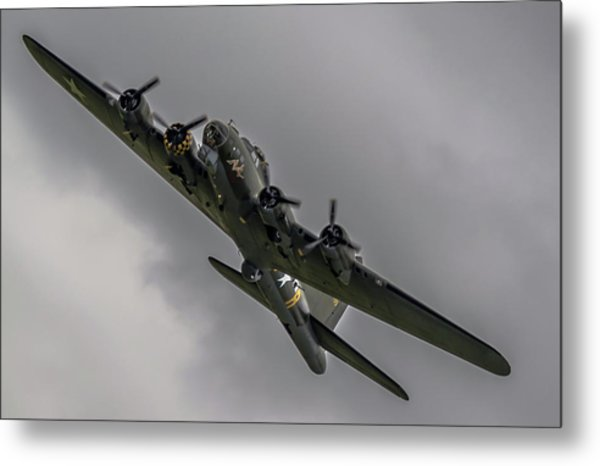 Raf Scampton 2017 - B-17 Flying Fortress Sally B Turning Metal Print