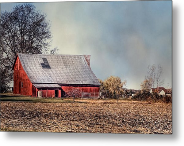 Red Barn In Late Fall Metal Print