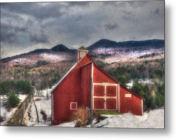 Red Barn On Old Farm - Stowe Vermont Metal Print