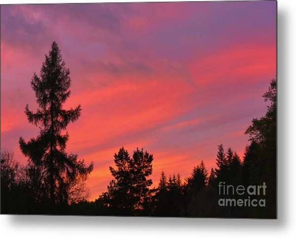 Red Sky At Night. Metal Print by Stan Pritchard