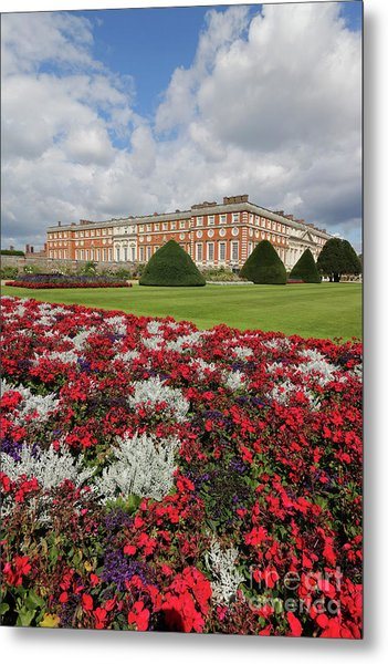 Red White And Blue At Hampton Court Metal Print