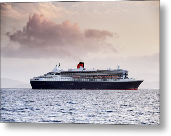 Rms Queen Mary 2 Metal Print by Grant Glendinning