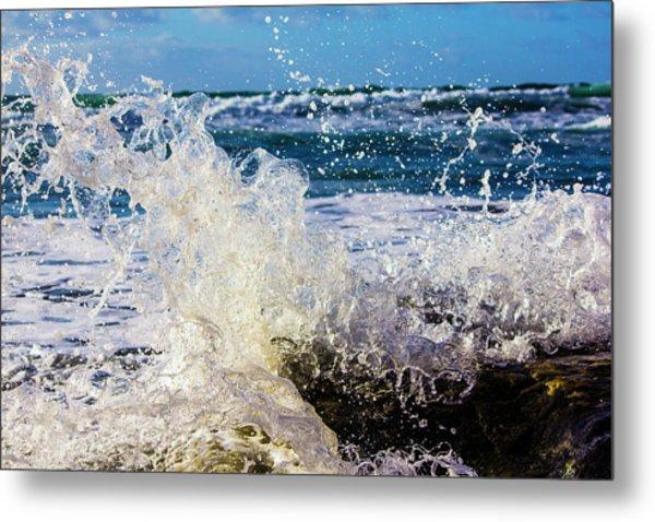 Wave Crash And Splash Metal Print