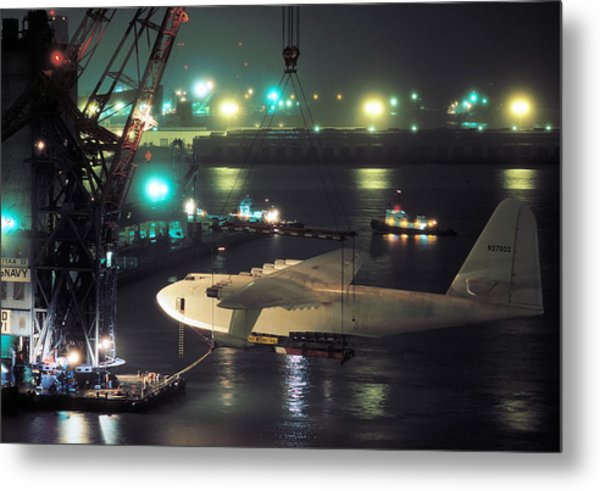 Spruce Goose Hanging From Crane February 10 1982 Metal Print