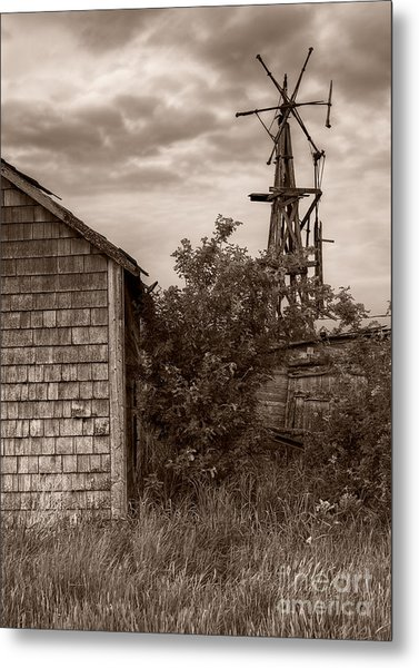 Stormclouds Over Abandoned Farm Metal Print by Royce Howland